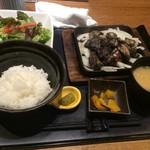 宮崎料理 万作 - 霧島鶏のもも焼き膳 1200円