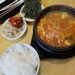 韓国厨房 - 料理写真:スンドゥブチゲランチ 900円