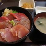 79666638 - マグロ三昧丼