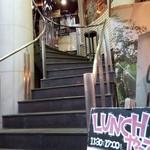 パスタバル MiKiYA's - 入口は螺旋階段で(*ノωノ)イヤン