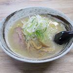 輝々坊主 - 料理写真:塩ラーメン(700円)