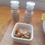 いとカフェ - 「辛みスパイス」「トリカトゥ」が付いてきます