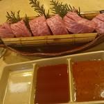黒毛和牛 焼肉処 西矢 - タレ皿の右から、自家製ポン酢風タレ、みそダレ、岩塩♪