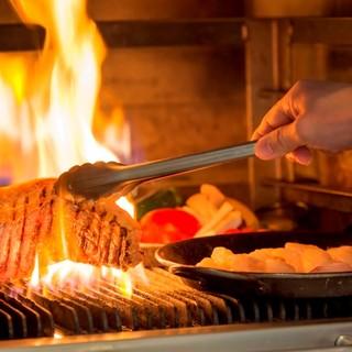 富士の溶岩石をつかった「武藏窯」で焼き上げるグリル料理。