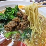 あづま屋担々麺 悠泉 - スープは鶏ガラや和出汁が使われているそうで、日本人好みのコクと円やかさがあります。