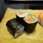 鮨 恵三 - 赤貝の紐と胡瓜の巻物
