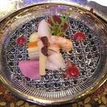 レストランヴィトラナゴヤ - 冬の味覚鮪、ボタン海老、河豚のアンサンブル 蕪のソースで