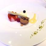 レストランヴィトラナゴヤ - 冬のディセール イチゴとミルクのムースとチョコのアイス