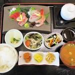 中京 - 海鮮お造り御膳 1,380円。      2017.12.27