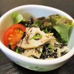 中京 - 海鮮お造り御膳 1,380円 の サラダ。      2017.12.27