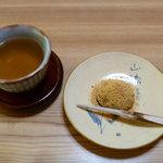 渓谷料理 寺谷 - 料理写真:この黒文字もお手製。まづはよもぎ餅でスタート♪