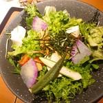 kawara CAFE&DINING - レタス1玉350円の時期なのに、レタスサラダ(^-^)