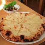 ラリーグラス - 料理写真:チーズナン