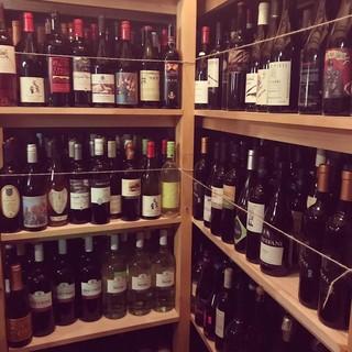 イタリアを始め、世界各国でつくられた「ビオワイン」が楽しめる