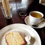 cafe wakka - マイヤーレモンのケーキとレモングラスとジンジャーのハーブティー