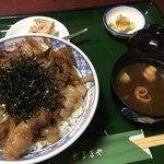 だるまや - イノシシ肉焼肉丼。ジューシーで臭みはありません。1600¥ 冬がシーズンだそうです