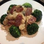點點心 - ブロッコリーと鶏肉と四川ソーセージの逸品
