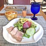 79699506 - 有機野菜と自家製ローストビーフのサラダ