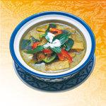 ナムチャイ 岡崎 - 香りのよいココナッツミルクがグリーンチリの辛さを引き立てます。