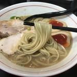 ラーメン あおやま - 鶏白湯(800円)麺リフト