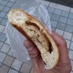 79706625 - ツナサラダ 玄米パンの中身