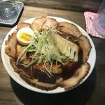 らーめん 黒白 - ドリンク写真:黒王チャーシュー麺