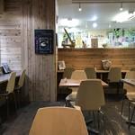 ひょうごイナカフェ - 木の香が暖かい店内(2018.1.21)
