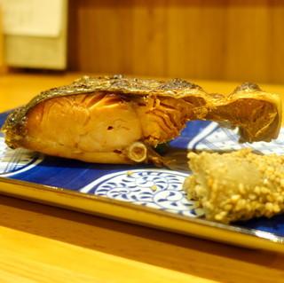 地酒と地魚あらた - 村上市の塩引き鮭焼き