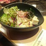 若葉亭 - 豆腐とワカメのサラダ