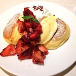 幸せのパンケーキ - 薔薇と国産イチゴのパンケーキ