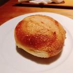 ラ キュイジーヌ ド カワムラ - 自家製パン