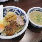らーめん・つけ麺 吉田商店 - 嫁さんの「つけ麺 トロコリ肉のせ」