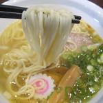 らーめん・つけ麺 吉田商店 - モチッとしたストレート麺。