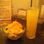 カーニャ パッソ - ランチのサラダとドリンク