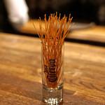 ウォッカトニック - 揚げたカッペリーニ トリュフ塩で