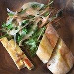Creativo Cafe Italiano unotto - 前菜 玉子の美味しさ(*´ω`*)イイ 胡麻ドレサラダに オリーヴオイルパン