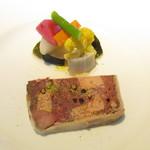 パトゥ - 付きだし~イタリアのパンチェッタで巻いた鴨や山鳩等ジビエとフォアグラのパテ  野菜