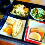 キッチンイナバ - 島野菜の天ぷらなど