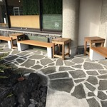 ジェラテリア サンロクゴ - 屋外のベンチ席