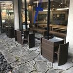 ジェラテリア サンロクゴ - 屋外のイステーブル席