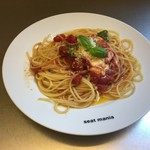 seat mania - モッツァレラチーズとバジルのトマトソースパスタ