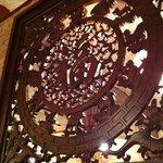 孔風孟習 - 店内の透かし彫り