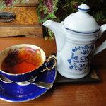 7973546 - 果実の紅茶 650円 300cc