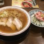 きたかた食堂 - 醤油ラーメン+本鮪トロたくちらしセット900円
