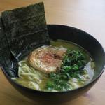 らー麺つけ麺 みやがわ - 料理写真:地鶏ガラ醤油らーめん780円