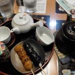 お団子と甘味喫茶 月ヶ瀬 - ちゃんと焼かれた団子