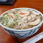 そば処東亭 - 料理写真:冷たい肉蕎麦・・大盛りではありません(笑)