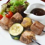 MUBU - イベリコ豚と季節野菜のピンチート(串焼き)
