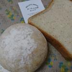 79743908 - 全粒粉食パンと全粒粉プチパン