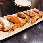 手羽一郎 - 手羽の唐揚げ(左から、バター醤油・ホットチリ・他4本は甘口)